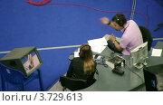 Купить «Комментаторы делают замечания по художественной гимнастике, XXX Чемпионат мира», видеоролик № 3729613, снято 7 апреля 2011 г. (c) Losevsky Pavel / Фотобанк Лори
