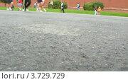 Купить «Бегущие участники XXX МОСКОВСКОГО МЕЖДУНАРОДНОГО МАРАФОНА МИРА», видеоролик № 3729729, снято 8 декабря 2010 г. (c) Losevsky Pavel / Фотобанк Лори
