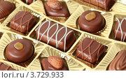 Купить «Шоколадные конфеты», видеоролик № 3729933, снято 26 марта 2011 г. (c) Losevsky Pavel / Фотобанк Лори