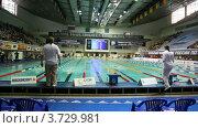 Купить «Судьи следят за спортсменами плавающих кролем», видеоролик № 3729981, снято 25 марта 2011 г. (c) Losevsky Pavel / Фотобанк Лори