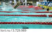 Купить «Спортсмены соревнуются, одни заканчивают заплыв брассом, другие стартуют на открытом чемпионате», видеоролик № 3729989, снято 20 марта 2011 г. (c) Losevsky Pavel / Фотобанк Лори