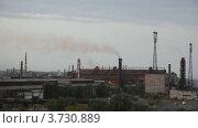 Купить «Современный нефтеперерабатывающий завод  в пасмурный день», видеоролик № 3730889, снято 9 апреля 2011 г. (c) Losevsky Pavel / Фотобанк Лори