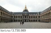 Купить «Государственный Дом инвалидов в Париже, внутренний двор», видеоролик № 3730989, снято 27 февраля 2011 г. (c) Losevsky Pavel / Фотобанк Лори