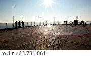 Купить «Турисыт на обзорной площадке в Париже во время сумерек», видеоролик № 3731061, снято 14 февраля 2011 г. (c) Losevsky Pavel / Фотобанк Лори