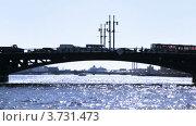 Купить «Дворцовый мост и река Нева в Санкт-Петербурге», видеоролик № 3731473, снято 23 апреля 2011 г. (c) Losevsky Pavel / Фотобанк Лори