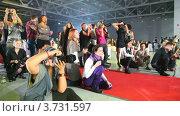 Купить «Фотографы на вручении премий», видеоролик № 3731597, снято 9 апреля 2011 г. (c) Losevsky Pavel / Фотобанк Лори