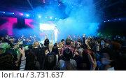 Купить «На сцене появляется Сергей Лазарев», видеоролик № 3731637, снято 9 апреля 2011 г. (c) Losevsky Pavel / Фотобанк Лори