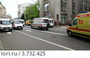 Купить «Машины скорой помощи», видеоролик № 3732425, снято 23 марта 2011 г. (c) Losevsky Pavel / Фотобанк Лори