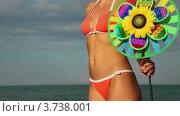Купить «Женщина стоит в купальнике с игрушкой в руках у моря», видеоролик № 3738001, снято 27 мая 2011 г. (c) Losevsky Pavel / Фотобанк Лори