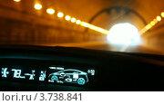 Купить «Машина Toyota Prius едет в тоннеле, вид из салона», видеоролик № 3738841, снято 28 июня 2011 г. (c) Losevsky Pavel / Фотобанк Лори