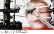 Купить «Мальчик смотрит на головоломку-лабиринт», видеоролик № 3739253, снято 7 июня 2011 г. (c) Losevsky Pavel / Фотобанк Лори