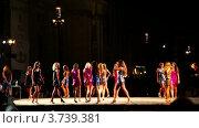 Купить «Участницы конкурса Мисс Рим 2010 на подиуме в вечерних платьях», видеоролик № 3739381, снято 7 июля 2011 г. (c) Losevsky Pavel / Фотобанк Лори