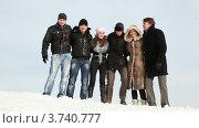Купить «Группа друзей стоят на снегу в обнимку», видеоролик № 3740777, снято 28 апреля 2011 г. (c) Losevsky Pavel / Фотобанк Лори