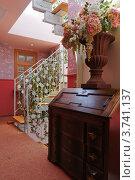 Купить «Интерьер в стиле ретро - лестничная площадка. Элитная гостиница-бутик в исторической части Тель-Авива.», фото № 3741137, снято 8 августа 2012 г. (c) Олег Хмельниц / Фотобанк Лори