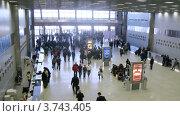Купить «Посетители попадают в выставочный павильон регистрации в Крокус Экспо, тайм лапс», видеоролик № 3743405, снято 7 июня 2011 г. (c) Losevsky Pavel / Фотобанк Лори