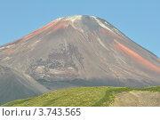 Купить «Авачинский вулкан на фоне синего неба. Камчатка», фото № 3743565, снято 11 августа 2012 г. (c) Владимир Карпов / Фотобанк Лори