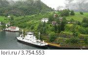 Купить «Корабль на пирсе у Норвежской деревеньки», видеоролик № 3754553, снято 13 августа 2011 г. (c) Losevsky Pavel / Фотобанк Лори