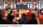 Купить «Аниматоры работают в зале на борту круизного судна, тайм лапс», видеоролик № 3754613, снято 12 августа 2011 г. (c) Losevsky Pavel / Фотобанк Лори