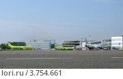 Купить «Два самолета авиакомпании GLOBUS в аэропорту Домодедово», видеоролик № 3754661, снято 9 октября 2011 г. (c) Losevsky Pavel / Фотобанк Лори
