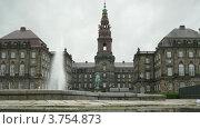 Купить «Замок Кристиансборг и фонтан перед ним, таймлапс», видеоролик № 3754873, снято 19 августа 2011 г. (c) Losevsky Pavel / Фотобанк Лори