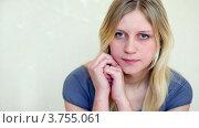 Купить «Юная девушка с длинными светлыми волосами сидит у стены», видеоролик № 3755061, снято 6 сентября 2011 г. (c) Losevsky Pavel / Фотобанк Лори