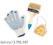 Купить «Рабочие перчатки, малярная кисть и респиратор на белом фоне», фото № 3755197, снято 18 июля 2012 г. (c) Руслан Кудрин / Фотобанк Лори