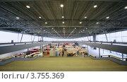 Купить «Павильоны выставки с посетителями», видеоролик № 3755369, снято 30 ноября 2011 г. (c) Losevsky Pavel / Фотобанк Лори