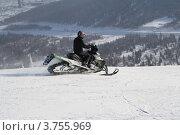 Снегоход в горах (2012 год). Редакционное фото, фотограф Пашка Харлов / Фотобанк Лори