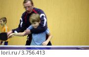 Купить «Тренер учит мальчика играть в настольный теннис», видеоролик № 3756413, снято 19 ноября 2011 г. (c) Losevsky Pavel / Фотобанк Лори