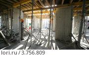 Купить «Строители работают в незавершенном помещении», видеоролик № 3756809, снято 28 августа 2011 г. (c) Losevsky Pavel / Фотобанк Лори