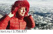 Купить «Женщина в красной куртке на палубе корабля зимой», видеоролик № 3756877, снято 13 сентября 2011 г. (c) Losevsky Pavel / Фотобанк Лори