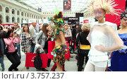 Купить «Люди фотографируют моделей на конкурсе причесок», видеоролик № 3757237, снято 30 сентября 2011 г. (c) Losevsky Pavel / Фотобанк Лори
