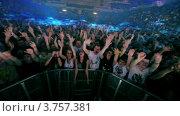 Купить «Зрители на концерте известного датского диджея Armin Van Buuren», видеоролик № 3757381, снято 16 декабря 2011 г. (c) Losevsky Pavel / Фотобанк Лори