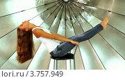 Купить «Модель позирует на стуле на фоне зонтика в фотостудии», видеоролик № 3757949, снято 30 ноября 2011 г. (c) Losevsky Pavel / Фотобанк Лори