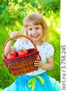 Купить «Девочка держит корзинку с яблоками», эксклюзивное фото № 3758245, снято 20 марта 2010 г. (c) Куликова Вероника / Фотобанк Лори