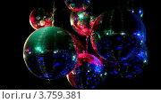 Купить «Несколько зеркальных шаров висят на потолке и крутятся», видеоролик № 3759381, снято 28 ноября 2011 г. (c) Losevsky Pavel / Фотобанк Лори