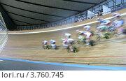 Купить «Велосипедисты соревнуются на велотреке в спортивном комплексе», видеоролик № 3760745, снято 4 октября 2011 г. (c) Losevsky Pavel / Фотобанк Лори