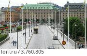 Купить «Дорожное движение на старом мосту Norrbro , Стокгольм, Швеция», видеоролик № 3760805, снято 17 августа 2011 г. (c) Losevsky Pavel / Фотобанк Лори