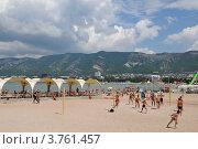Купить «Современный пляж Геленджика с волейбольной площадкой», фото № 3761457, снято 18 августа 2012 г. (c) Игорь Архипов / Фотобанк Лори