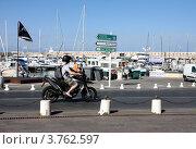 Купить «Дорога в порту Антиб», фото № 3762597, снято 12 июня 2010 г. (c) ElenArt / Фотобанк Лори