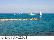Купить «Яхты в море у порта Антиб, Франция», фото № 3762621, снято 12 июня 2010 г. (c) ElenArt / Фотобанк Лори