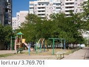 Купить «Краснодар: детская площадка во дворе, старый панельный дом на заднем плане», фото № 3769701, снято 23 марта 2019 г. (c) SummeRain / Фотобанк Лори