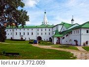 Купить «Суздальский кремль, Архиерейские палаты и внутренний дворик», фото № 3772009, снято 27 июня 2011 г. (c) ElenArt / Фотобанк Лори