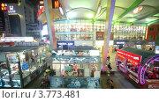 Купить «Люди идут вдоль магазинов по вечерней улице. Гуанчжоу, Китай, таймлапс», видеоролик № 3773481, снято 10 января 2012 г. (c) Losevsky Pavel / Фотобанк Лори