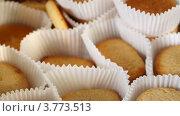 Купить «Печенье в бумажной обертке, таймлапс», видеоролик № 3773513, снято 1 марта 2012 г. (c) Losevsky Pavel / Фотобанк Лори