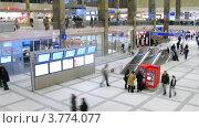 Купить «Пассажиры на железнодорожном вокзале, таймлапс», видеоролик № 3774077, снято 4 марта 2012 г. (c) Losevsky Pavel / Фотобанк Лори