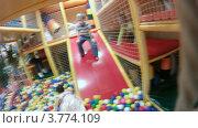 Купить «Дети играют в игровой комнате, таймлапс», видеоролик № 3774109, снято 10 января 2012 г. (c) Losevsky Pavel / Фотобанк Лори