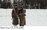 Купить «Двое русских солдат идут в нападение», видеоролик № 3775085, снято 28 декабря 2011 г. (c) Losevsky Pavel / Фотобанк Лори