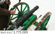Купить «Старая пушка», видеоролик № 3775089, снято 28 декабря 2011 г. (c) Losevsky Pavel / Фотобанк Лори
