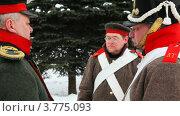 Купить «Офицер общается с солдатами», видеоролик № 3775093, снято 28 декабря 2011 г. (c) Losevsky Pavel / Фотобанк Лори